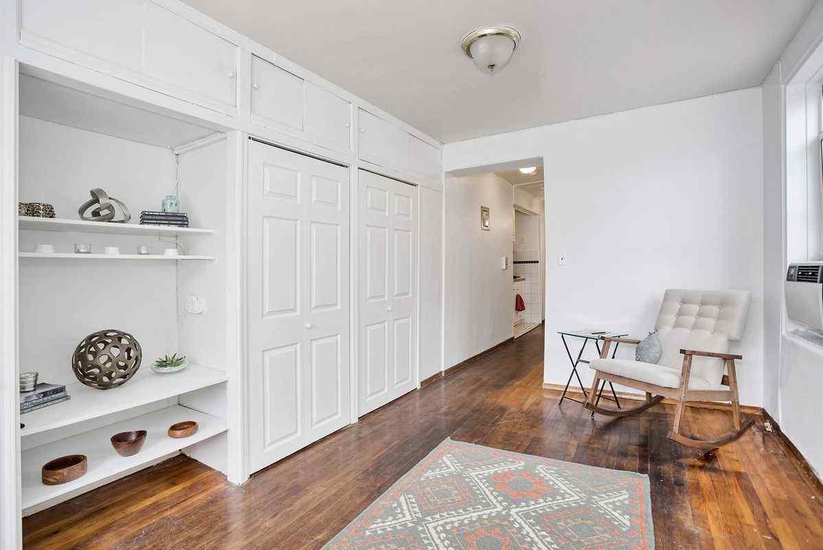 Самые дешевые квартиры марта. Манхэттен, Нью-Йорк.