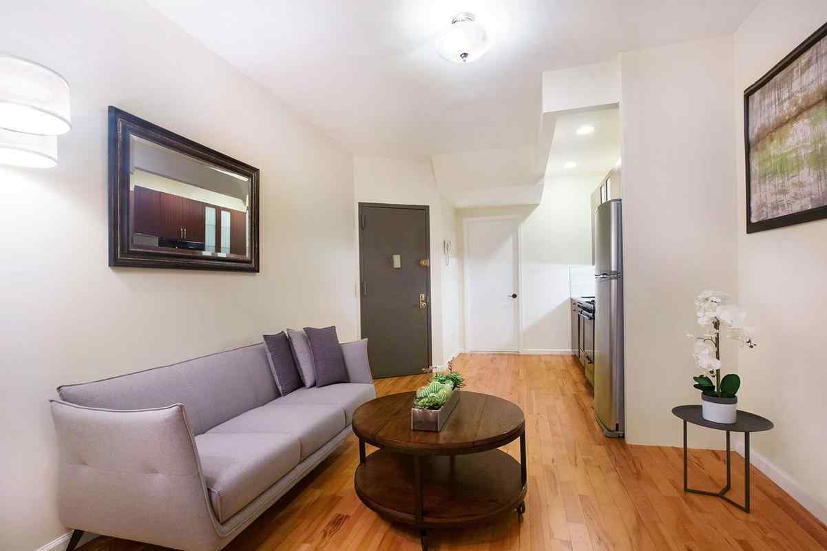 Самые дешевые квартиры мая. Манхэттен, Нью-Йорк.