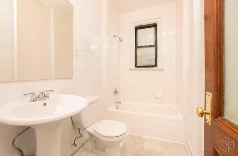Самые дешевые квартиры июля. Манхэттен, Нью-Йорк.